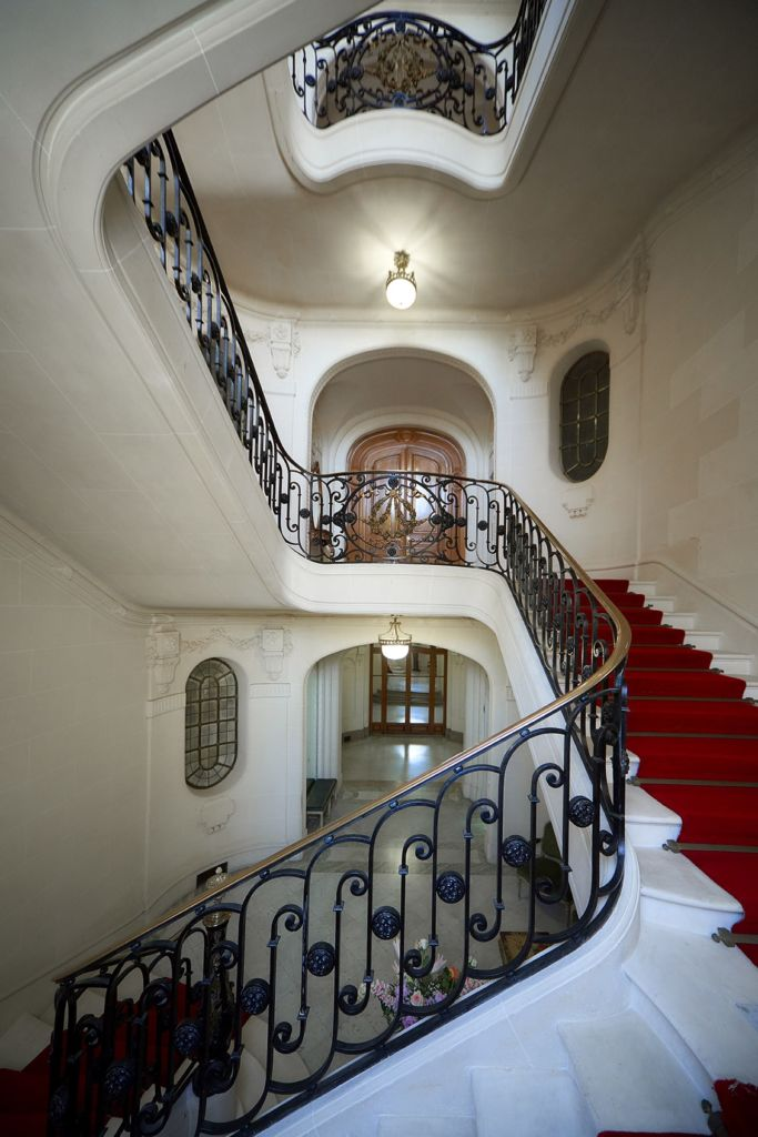 gaine-escalier-porte-battante-sur-mesure-slycma