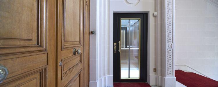porte battante pour ascenseur