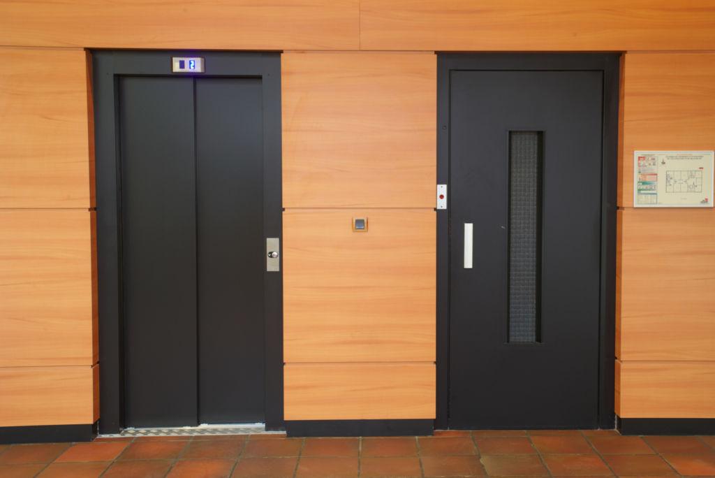 Modernisation de portes d 39 ascenseurs pali res et cabines - Operateur de porte d ascenseur ...