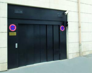 Porte palière automatique ou manuelle pour monte-charges